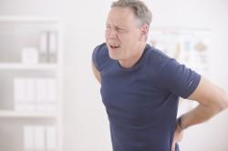 Острые боли - симптом повреждения позвоночника
