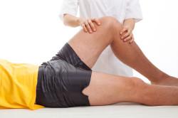 Сильная боль при попытке поднять ногу - симптом перелома тазовых костей