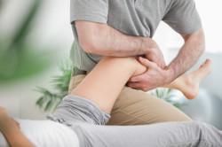 Массаж колена при растяжении связок