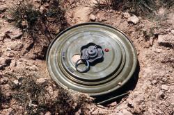 Взрыв мины - одна из причин травм в военных условиях
