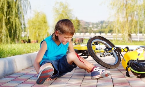 Рана на колене у ребенка